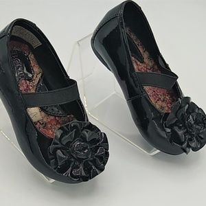 Born Black Patent Flower Mary Jane sz 5.5